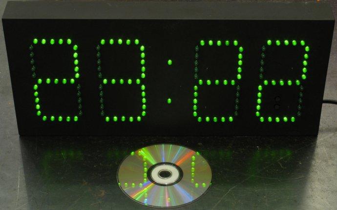 Большие электронные часы в Яхроме. Какие часы в моде
