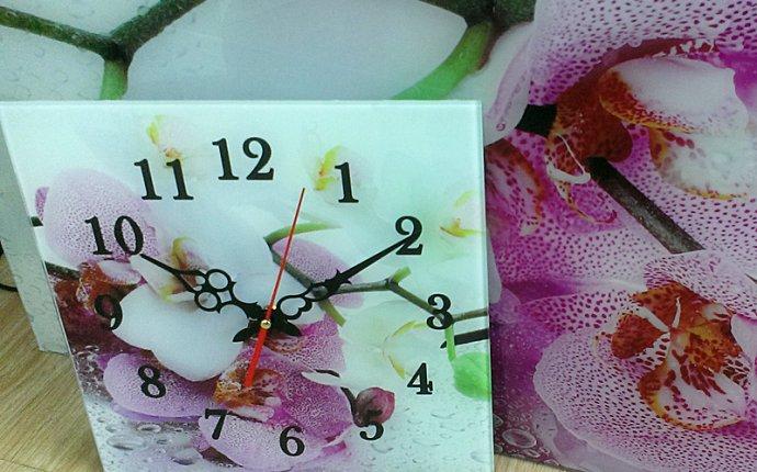 Весенняя акция - оригинальные стеклянные часы в подарок